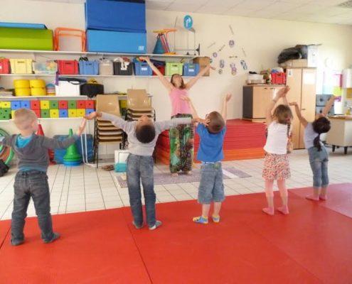 yoga enfants salutation soleil